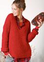 Красный теплый пуловер с подчеркнутым вырезом горловины. Спицы