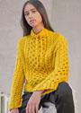 Яркий желтый пуловер с узором соты с косами. Спицы