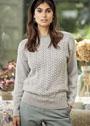 Светло-серый пуловер с ажурным узором. Спицы