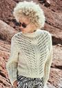 Светлый пуловер с расходящимися ажурными полосами и косами. Спицы