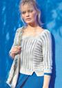 Пуловер с узором рыбьи косточки и вырезом каре. Спицы