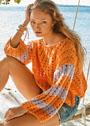 Оранжевый пуловер с двухцветными полосами на рукавах. Спицы