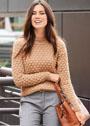 Бежевый пуловер с объемным структурным узором. Спицы