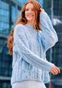 Голубой пуловер оверсайз с узорами из кос. Спицы