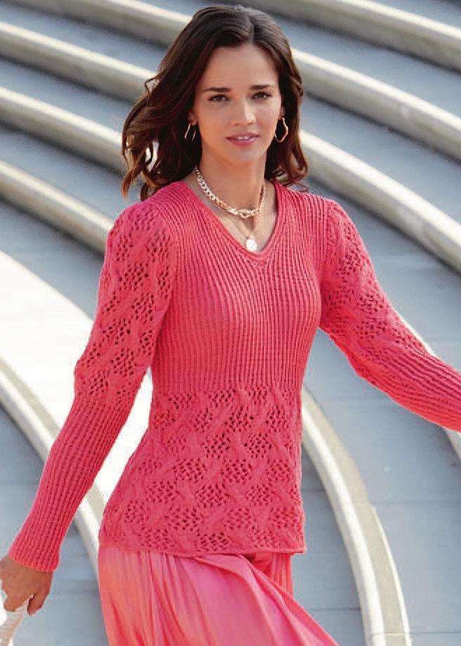 Коралловый пуловер с ажурным узором с косами. Спицы
