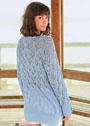 Голубой ажурный пуловер с боковыми разрезами. Спицы