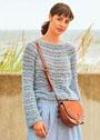 Пуловер с волнистым узором из разных видов пряжи. Спицы