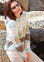 Пуловер с полосами волнистого ажурного узора и капюшоном. Спицы