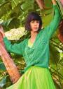 Зеленый пуловер с ромбами с косами. Спицы