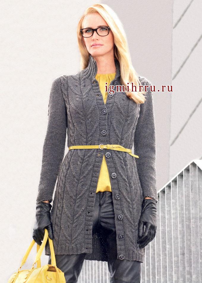 Длинный серый кардиган (пальто) из мериносовой пряжи, с разнообразными косами. Спицы