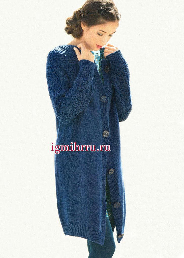 Удлиненный синий жакет с ажурными рукавами, от немецких дизайнеров. Вязание спицами