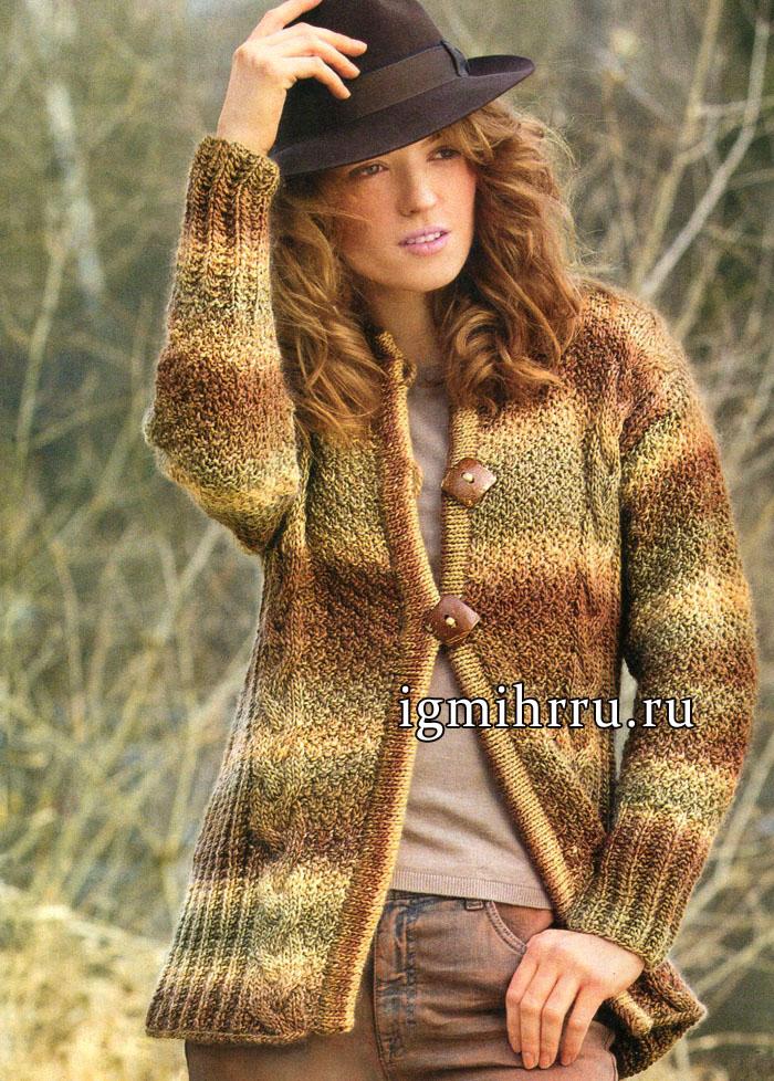 Теплый меланжевый жакет в коричнево-золотистых тонах, со структурными узорами и косами. Вязание спицами