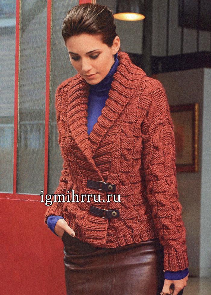 Жакет терракотового цвета с рельефным узором и декоративными застежками. Вязание спицами