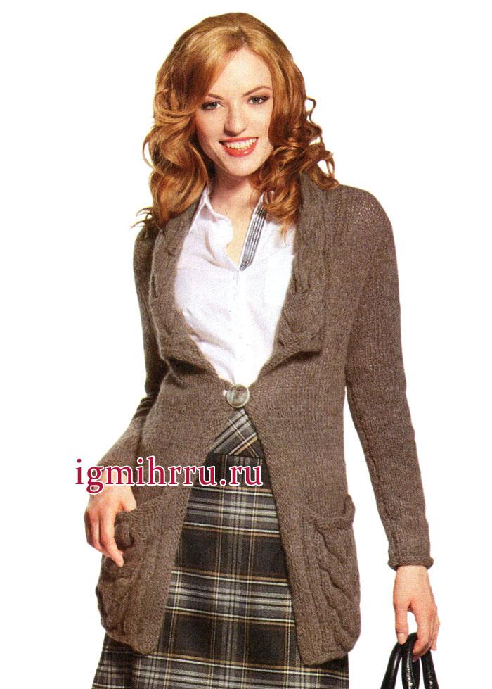 Теплый серо-коричневый жакет с выразительными косами на карманах и воротнике. Вязание спицами