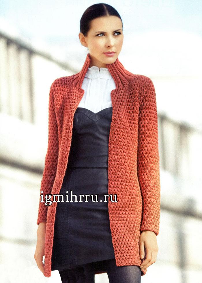 Удлиненный шерстяной жакет оранжевого цвета, с рельефным узором. Вязание спицами