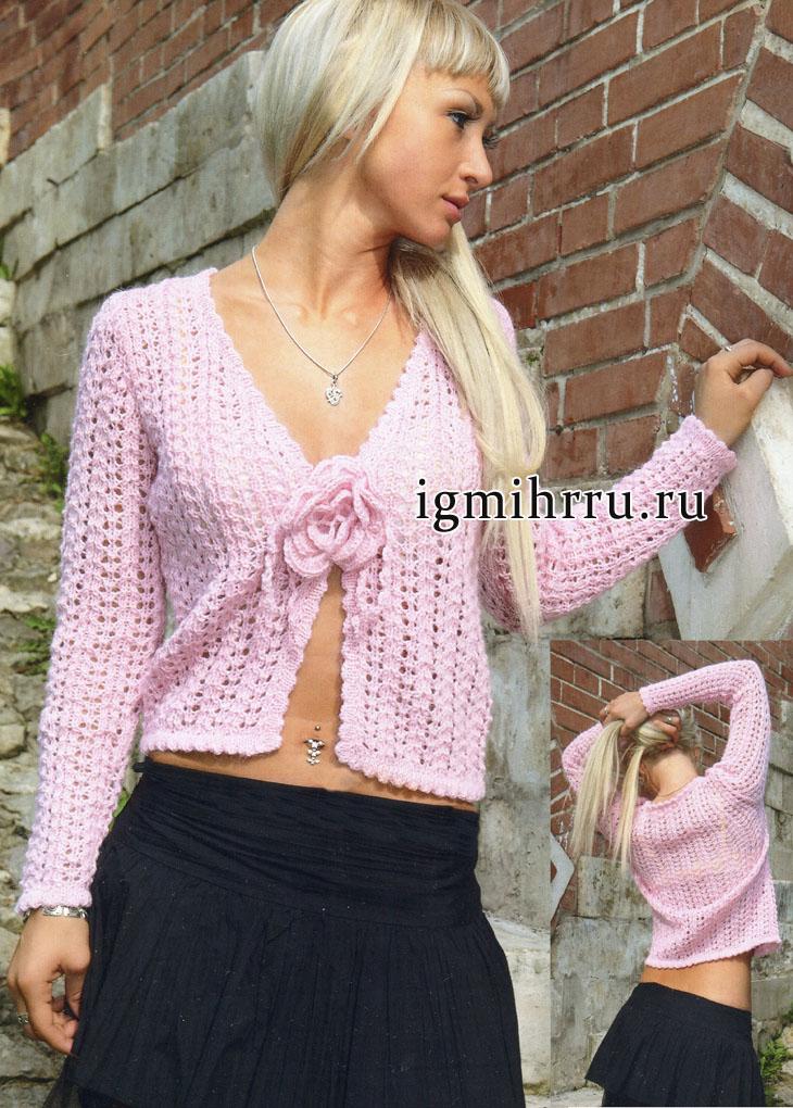 Для молодой девушки. Розовая ажурная кофточка, украшенная цветком. Вязание спицами и крючком