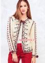 Эффектный белый жакет, украшенный вышивкой и разноцветными помпонами. Спицы