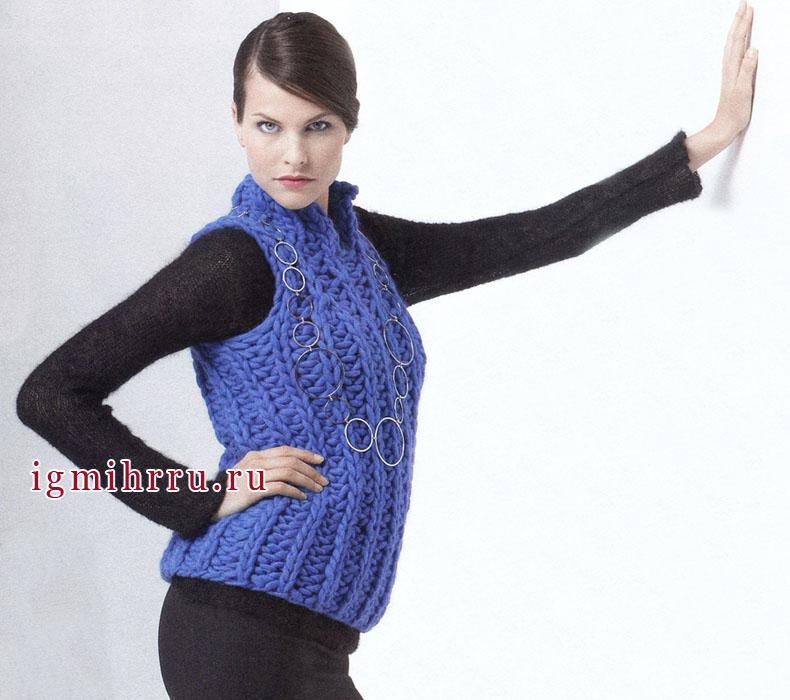 Синяя шерстяная безрукавка для деловой женщины. Вязание спицами