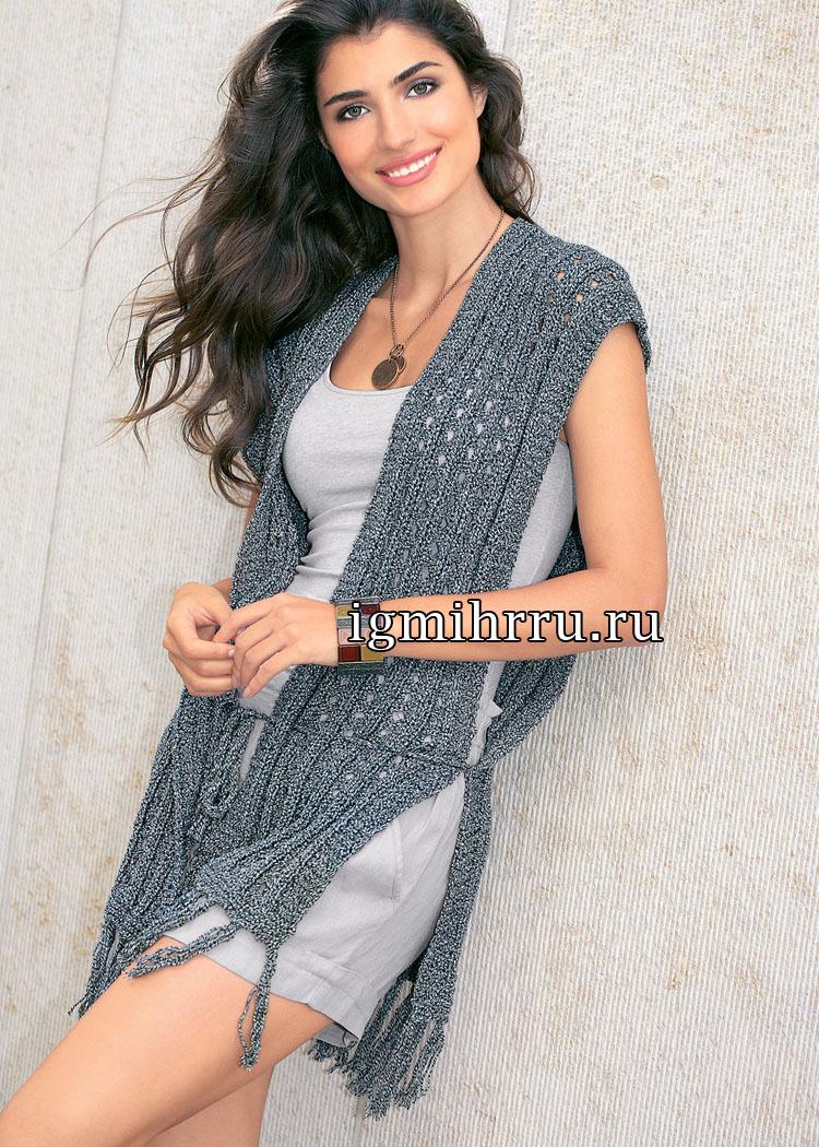 Удлиненный ажурный жилет серого цвета. Вязание спицами