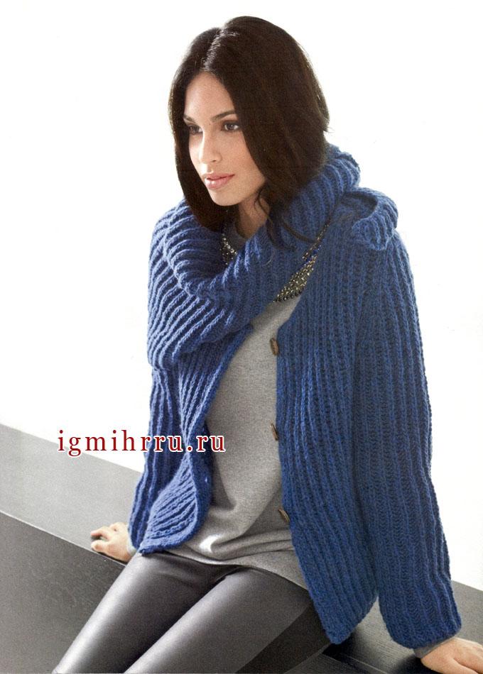 Теплый шерстяной жакет темно-синего цвета, дополненный шалью. Спицы