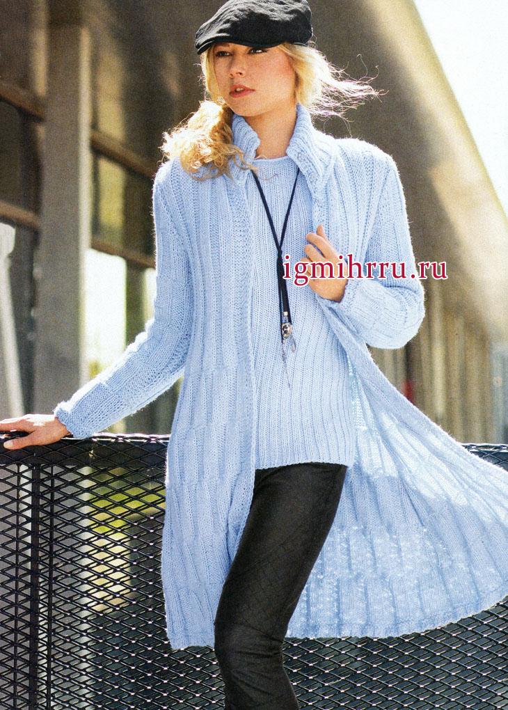 Современный демисезонный ансамбль: шерстяные пуловер и пальто голубого цвета, от немецких дизайнеров. Вязание спицами