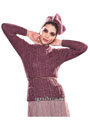 Бордовый шерстяной пуловер с косами и кокетливая повязка на голову. Спицы