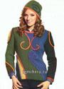 Разноцветный пуловер с эффектным орнаментом из шнуров и шапочка-феска. Спицы