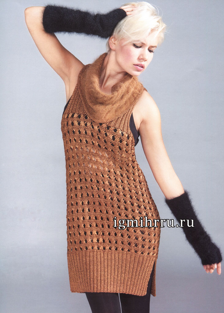 Светло-коричневая туника, дополненная снудом и митенками. Вязание спицами и крючком