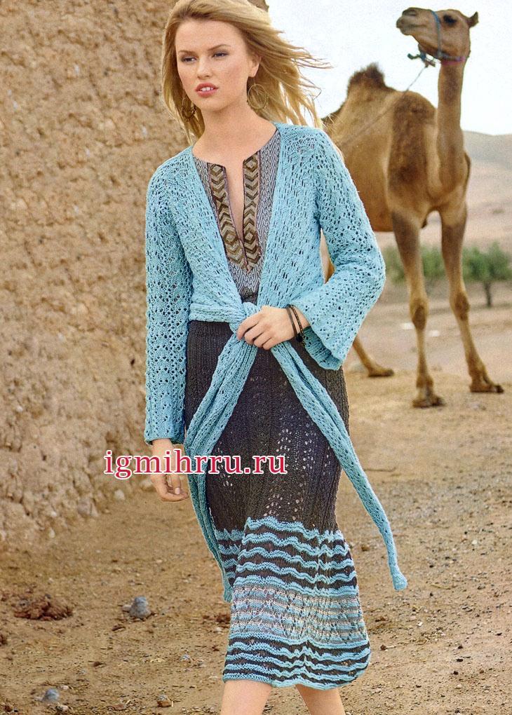 Жакет яркого голубого цвета с запáхом и юбка с выразительным волнистым бордюром. Вязание спицами