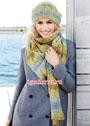 Теплый комплект с волнистым узором: шапочка и шарф. Спицы