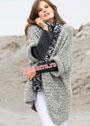 Свободный светло-серый жилет и леопардовый шарф. Спицы