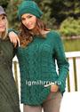Комплект иссиня-зеленого цвета: пуловер и шапочка с рельефными узорами. Спицы
