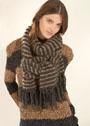 Комплект в полоску: пуловер и шарф из пряжи в виде кожаной ленты. Спицы