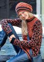 Пуловер и шапка с леопардовым узором и косами. Спицы