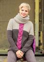 Пуловер с крупной косой, дополненный объемным снудом. Спицы