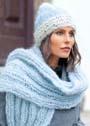 Теплый пушистый комплект: двухцветная шапка и шарф в резинку. Спицы