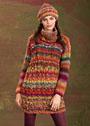 Разноцветное мини-платье, дополненное шапочкой. Спицы