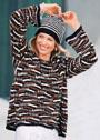 Повседневный пуловер с графическим узором, дополненный шапочкой в полоску. Спицы