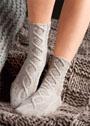 Теплые носки с узорами из кос. Спицы