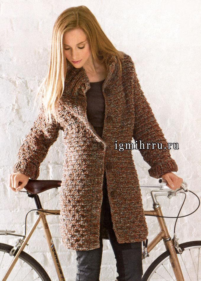 Теплое короткое пальто со структурным узором, от Lana Grossa. Спицы