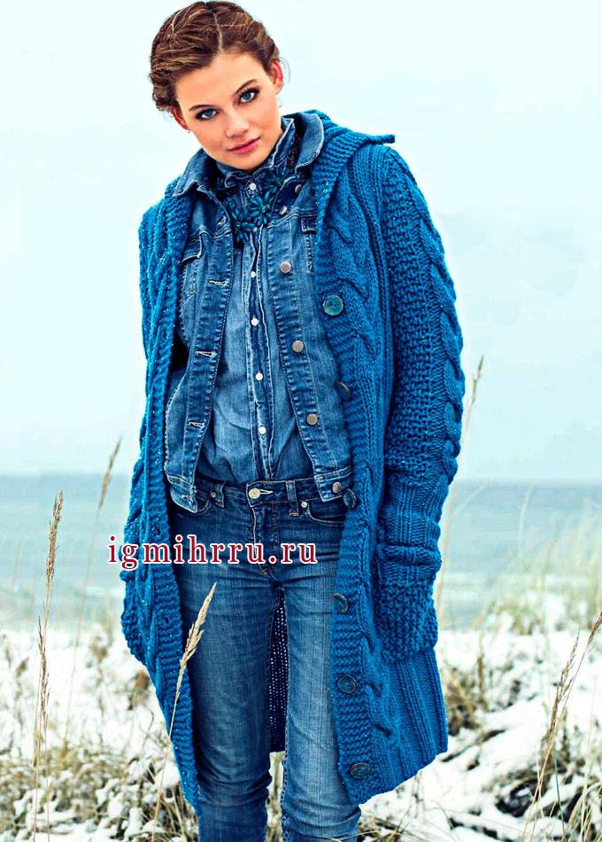 Микс выразительных узоров. Теплое синее пальто с карманами. Вязание спицами