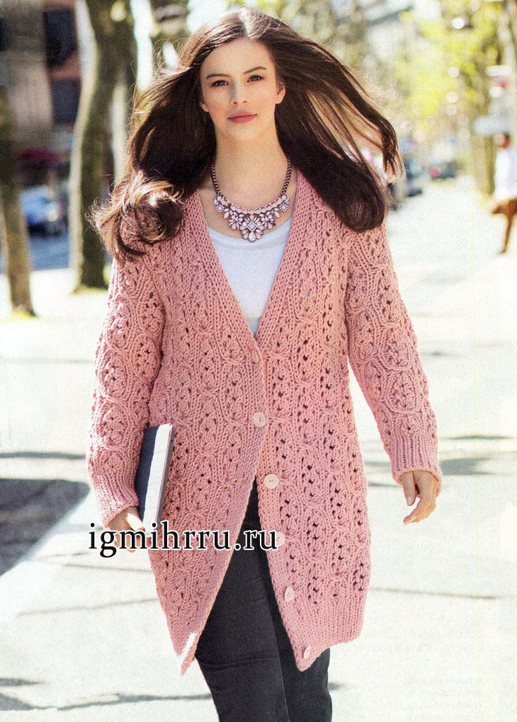 Городской стиль. Розовое пальто с оригинальным ажурным узором с косами, от немецких дизайнеров. Вязание спицами