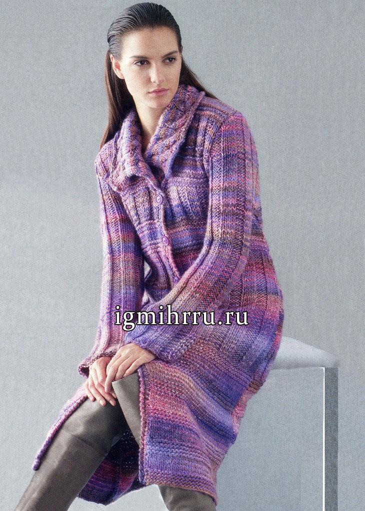 Длинное меланжевое пальто с рельефными узорами и косами. Вязание спицами
