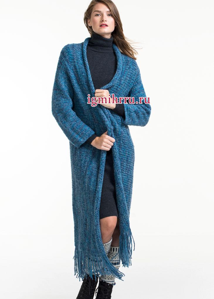 Длинное синее пальто, связанное в поперечном направлении. Вязание спицами
