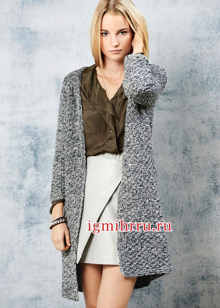 Укороченное темно-серое пальто из хлопковой и шелковой пряжи. Вязание спицами