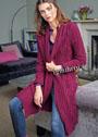 Эффектное пальто цвета цикламена с узором из ромбов с косами. Спицы