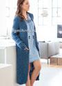 Длинное синее пальто из поперечных полос с патентным узором. Спицы
