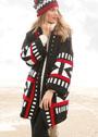 Трехцветное пальто с графическими узорами. Спицы