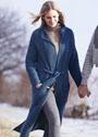 Длинное трикотажное пальто с карманами и поясом. Спицы