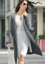 Светло-серое пальто с рельефным узором. Спицы